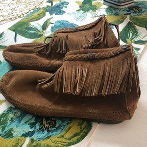 Brown suede ankle fringe moccasins